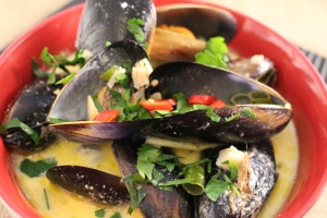 Steamed mussels with white wine and cream, chilli optional