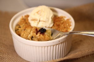 Scrumptious apple and blueberry crumble